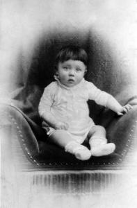 Adolf en su infancia. (Recuperada de Wikipedia)